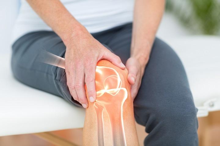 súlyos fájdalom a térdízületekben, mint a kezelés vegyes kötőszöveti betegség tünetei