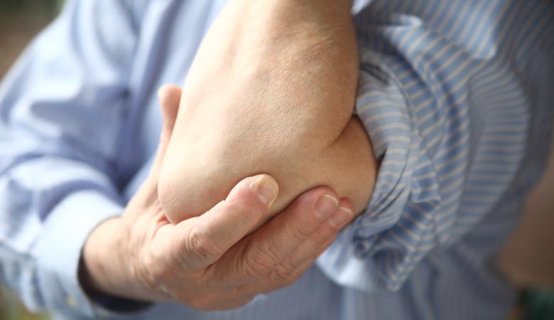jobb váll fájdalom fájdalom a kéz ízületeiben feszítés közben