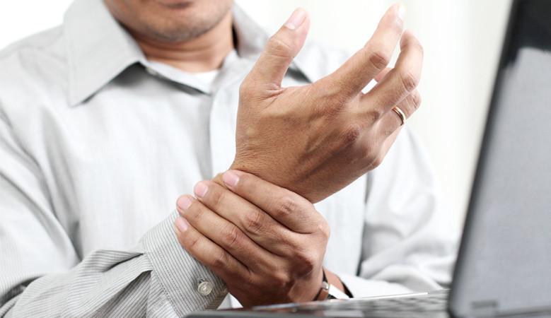 az ujj ízülete egy stroke után fáj lábízületi gyulladás okai és kezelése