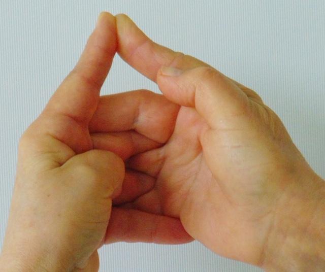 alsó hüvelykujj fájdalma kattan a könyökízület fájdalommal